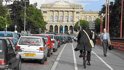 Vélo dans la circulation